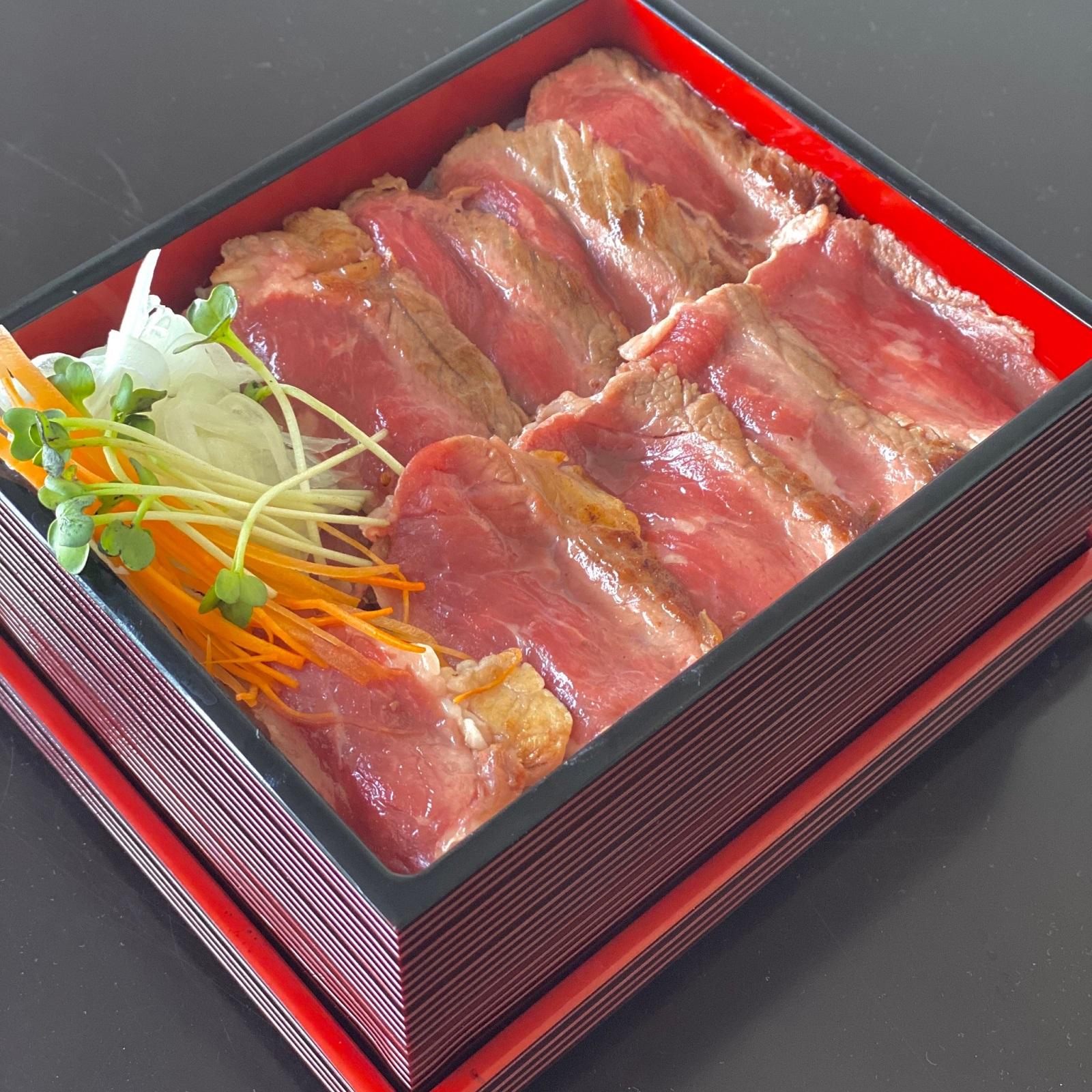 ビーフステーキ重+500円<br>神奈川県産やまゆり牛重+2,000円